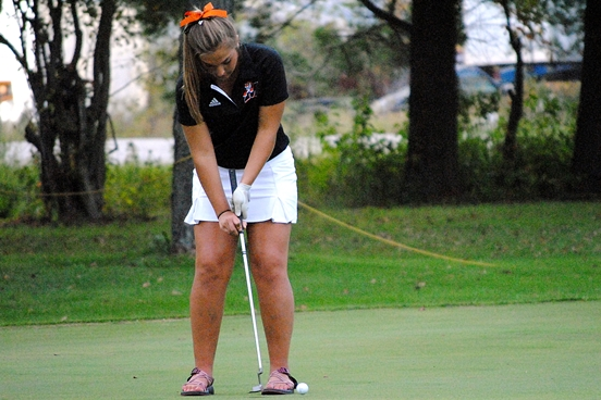 Marshfield's Patty Bloczynski putts on the 18th green during the Tigers' home girls golf meet on Sept. 22 at Marshfield Country Club. (Photo by Paul Lecker/MarshfieldAreaSports.com)